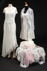 Samling nye brudekjoler samt sjaler. (40)