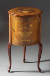 Nattduksbord, rokokostil. 1900-tal.