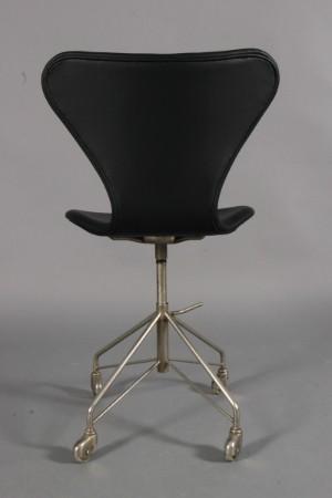 arne jacobsen b rostuhl modell aj 3107 neu bezogen diese ware steht erneut zur auktion unter. Black Bedroom Furniture Sets. Home Design Ideas