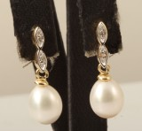 Earrings in 9k,  with pearls and diamonds 0.03ct