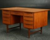 Skrivebord af teaktræ, 1960'erne, dansk møbelproducent