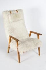 Skandinavischer Sessel, weißer Kunstfellbezug, Holz