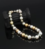 South Sea cultured pearl necklace with diamond ball clasp. Pearl Ø approx. 11.01 - 13.40 mm. L. 42.5 cm