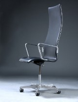 Arne Jacobsen. High-back Oxford office chair with armrests, model 3292