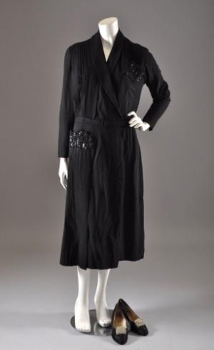 f713f818033 Slutpris för Handsydd vintage aftonklänning samt sidenskor