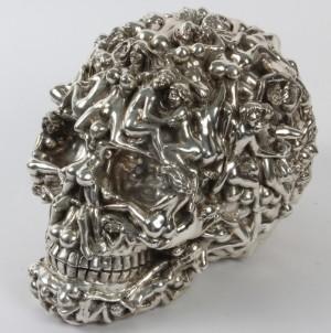 naked-woman-and-skulls