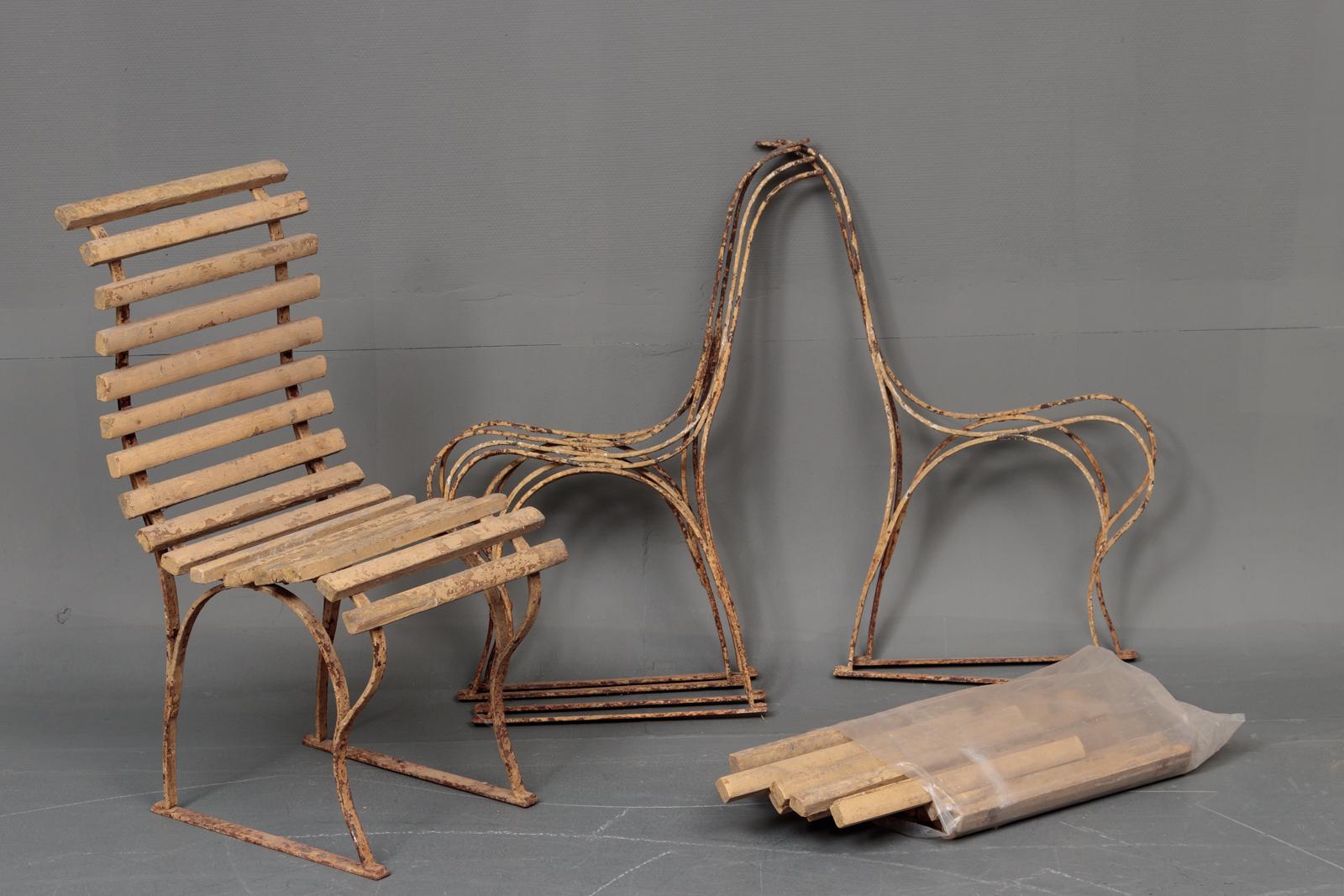 Havestole - Havestole med stel af bemalet jern. En samlet samt 3 løse, flere lameller medfølger. H 88 cm, SH 44 cm. Fremstår med brugsspor, rust samt afskalninger
