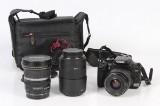 Canon 400 D med tre objektiver, taske og lader.
