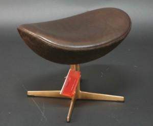 m bler arne jacobsen fu hocker f r 39 das goldene ei 39 modell 3127 de hamburg. Black Bedroom Furniture Sets. Home Design Ideas