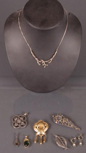 Samling smycken bl a Brosch, guld 18K, 8 delar
