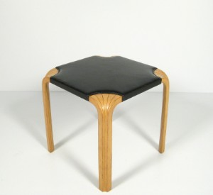 m bel alvar aalto hocker modell x 601 f r artek diese ware steht erneut zur. Black Bedroom Furniture Sets. Home Design Ideas