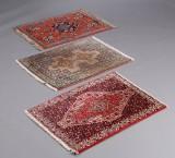 Tre, små orientalske tæpper (3)