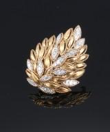 Brillantbroche af 18 kt.  guld og hvidguld, i alt 1.40 ct
