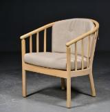 Lænestol med tremmeryg, af bøg og uld