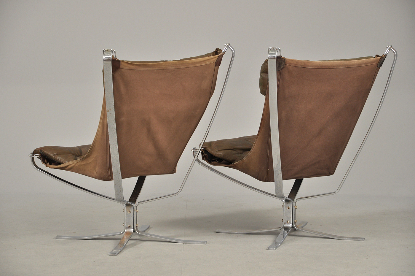 Sigurd Ressell. A pair of high backed Falcon Chairs, steel