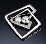 Art Deco diamond and cultured pearl brooch, gold and platinum, total approx. 1.80 ct. c. 1915
