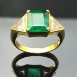 Smaragdring med diamanter