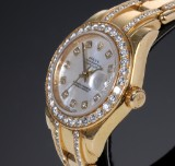 Rolex Pearlmaster Masterpiece. Ladies watch, 18 kt gold with mother of pearl and diamonds, certified 2006