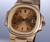 Patek Philippe 'Nautilus'. Ladies watch, 18 kt. gold, with champagne-colorued dial, 1990s