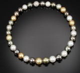 South Sea cultured pearl necklace, saltwater cultured pearls,with a diamond ball clasp. Pearl Ø approx. 11.01 -13.40 mm