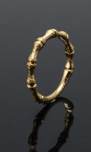 Ring i Bambus design, 14 kt. guld - Dk, Odense, Kratholmvej - Ring udført i 14 kt. guld, Bambus design. Ringstr. Ø Ringstr. Ø 17,50 mm. Vægt ca. 3 gram. - Dk, Odense, Kratholmvej