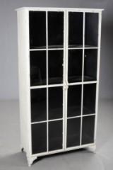 Vitrineskab af metal i industrielt design, Udstillingsmodel