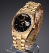 Rolex 'Day-Date'. Herreur i 18 kt. guld med sort skive, ca. 1994
