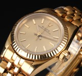Rolex Oyster Perpetual. Vintage ladies watch, 18 kt. gold with champagne dial
