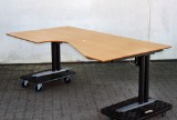 Skrivebord med hæve/sænkesystem