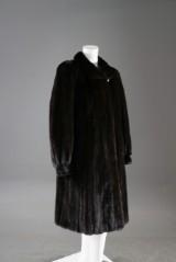 Mink coat, Saga female mink