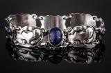 Georg Jensen. Armbånd af sterlingsølv med lapis lazuli, dess. nr. 24.
