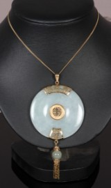 Unique jade and 14 kt. gold pendant with chain, China, 1960's (2)