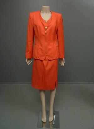 c9befc5593f7 Slutpris för Escada, kavaj samt kort kjol,