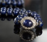 Guldcollier med lapis lazuli og brillanter, ca. 0.70 ct.
