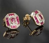 Ørestikker af guld, med brillanter og rubiner, par ( 2 )