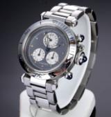 Cartier 'Pasha Chronograph'. Stort dameur i stål med lyseblå skive, 2000'erne