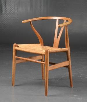 Hans J. Wegner. Y stol . Sortmalet bøg. Nylakeret og