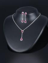 Rubin- og diamantsmykkesæt af 18 kt. hvidguld. (3)