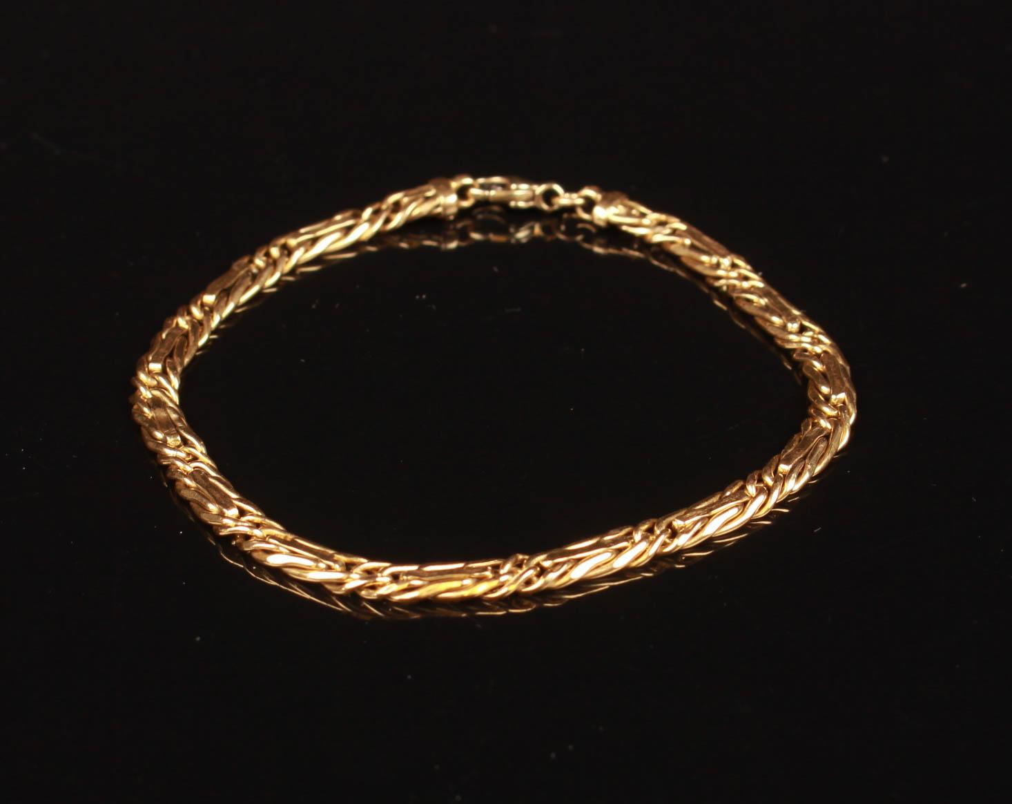 Italiensk halskæde, 18 kt guld - Italiensk halskæde af 18 kt guld monteret med karbinlås. L. 21 cm, B. 4,5 mm. Vægt ca. 6,6 gr. Fremstår med brugsspor