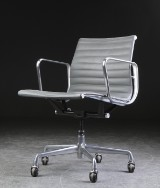 Charles Eames. Kontorstol fra serien 'Aluminium Group Konference'