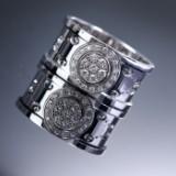 Gucci. 'Icon' ring af 18 kt. hvidguld med brillantbesat vendbar skive