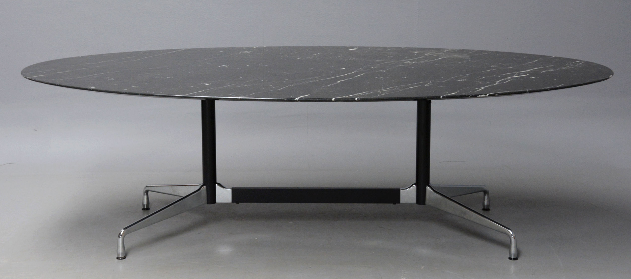 Auktionstipset - Charles Eames. Bord, model Segmented Table i ...