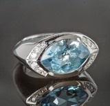 Topaz and brilliant-cut diamond ring approx. 13.0 and 0.34 ct.