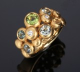 Ole Lynggaard. 'Dobbelt bobbel' ring, 18 kt. gold with e.g. peridot and diamonds