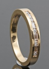 18kt brilliant and baguette-cut diamond wedding engagement ring approx. 0.25ct
