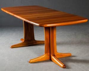 ausziehbarer tisch esstisch in massivholz von arrebo. Black Bedroom Furniture Sets. Home Design Ideas