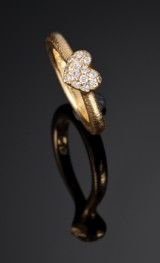 Ole Lynggaard. Large Heart ring with brilliant-cut diamonds