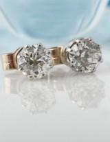 Et par vintage diamant øreskruer, i alt ca. 0.86 ct. 1900tallets første halvdel. (2)