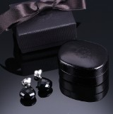 Ole Lynggaard. Heart earrings, 18 kt. white gold with onyx and diamonds (2)