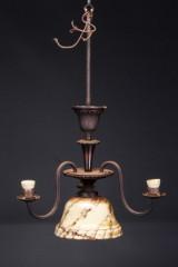 To lysekroner af patineret metal samt taburet af keramik (3)
